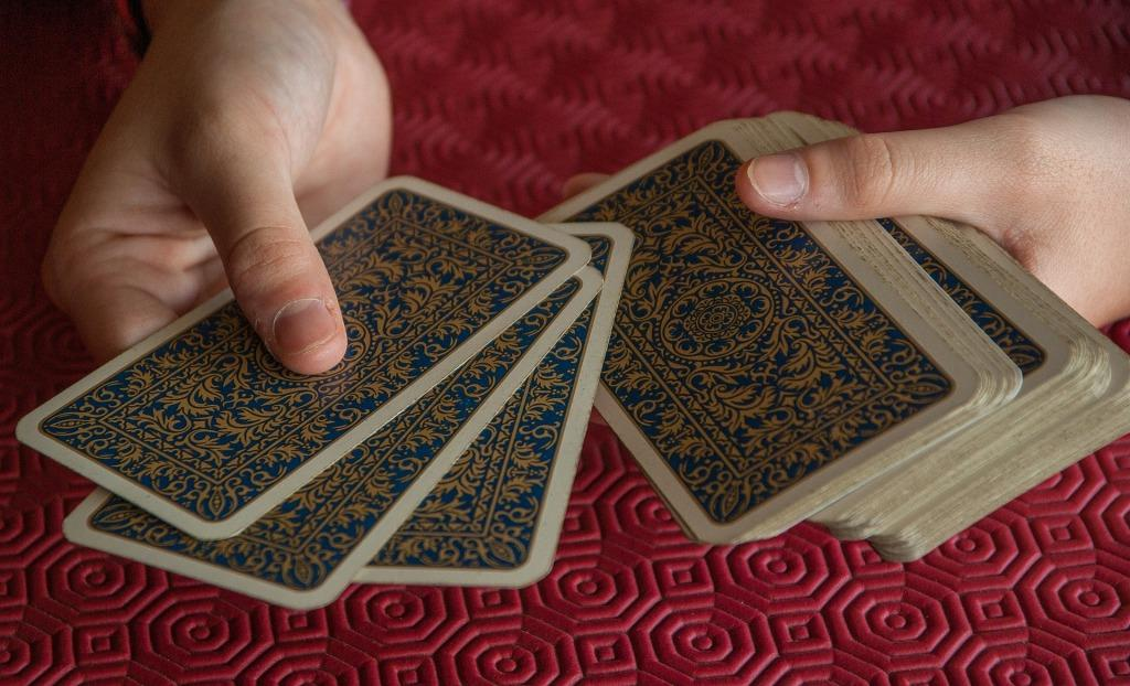 Как гадать на будущее на три карты
