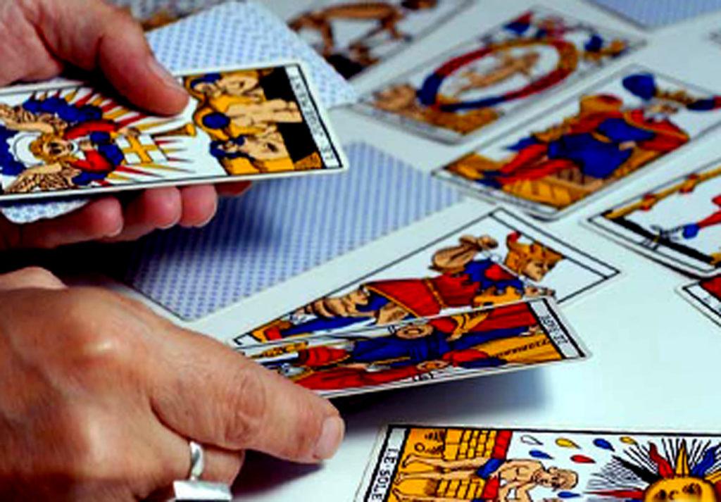 Описание гадания Ленорман на будущее на 4 карты