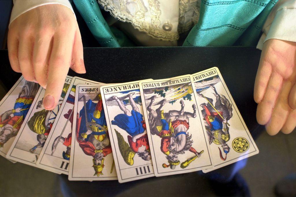 Расклад карт Таро при гадании на измену