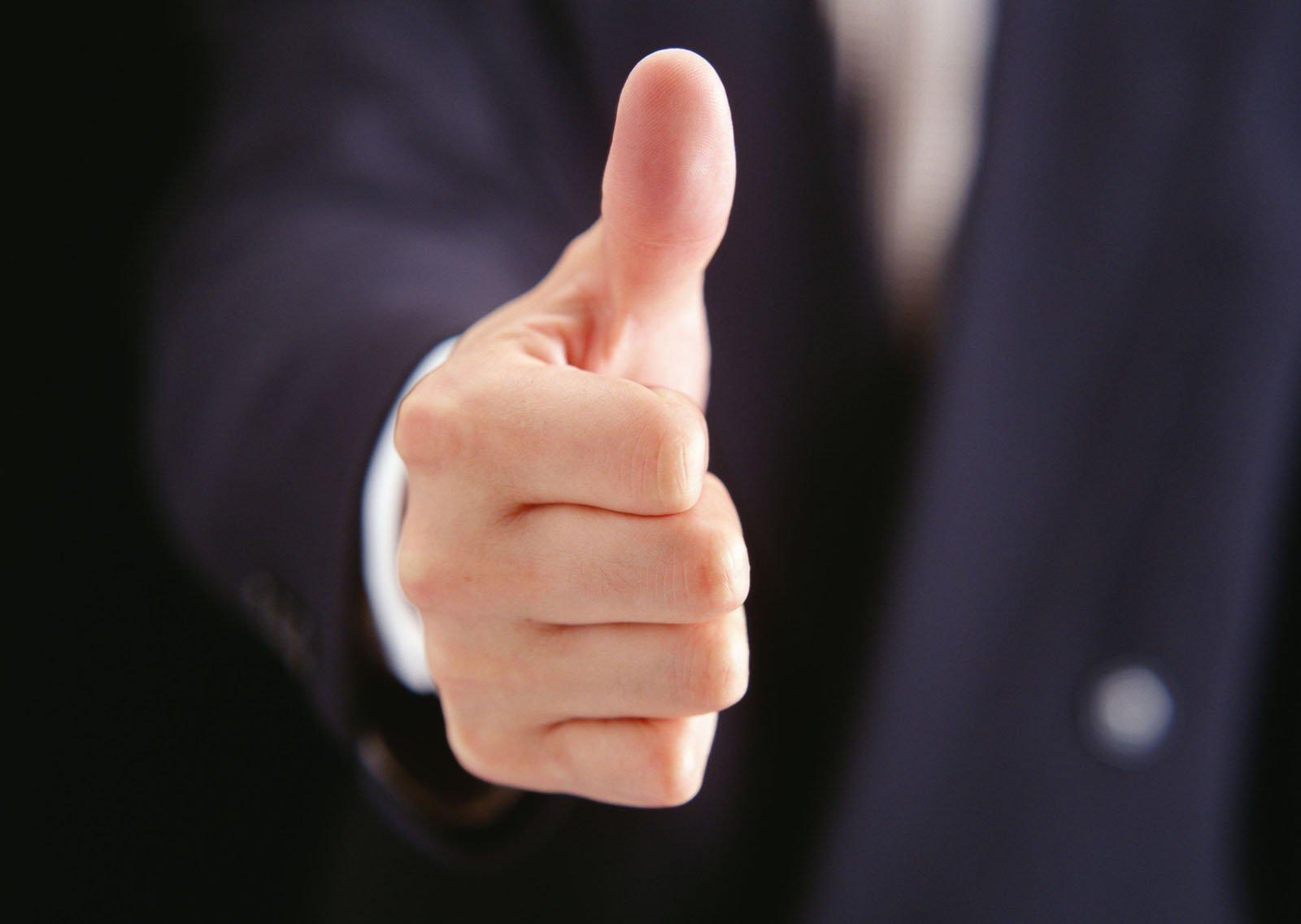 Чешется большой палец левой руки: приметы