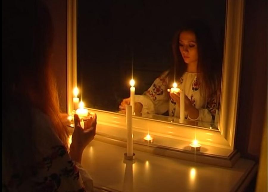 Гадание с зеркалом и свечами
