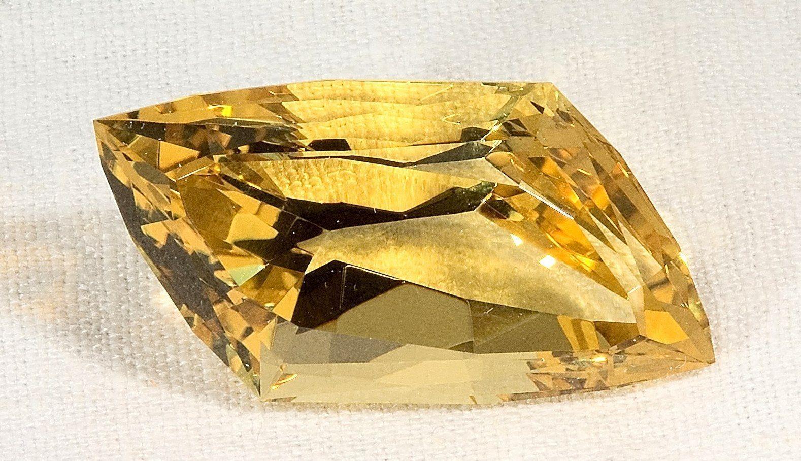 гелиодор камень