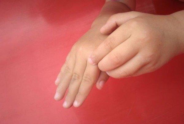 К чему чешется указательный палец правой руки