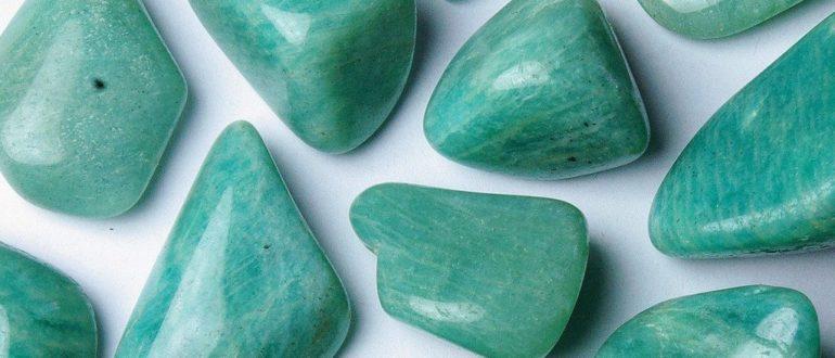 Камень амазонит