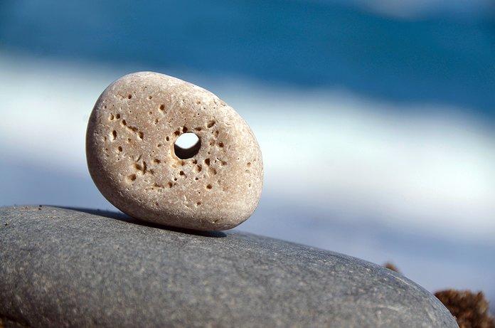 Куриный бог камень с дырочкой