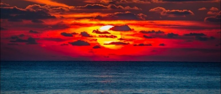 солнце садится в облака