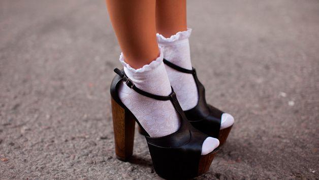 К чему снится белые носки