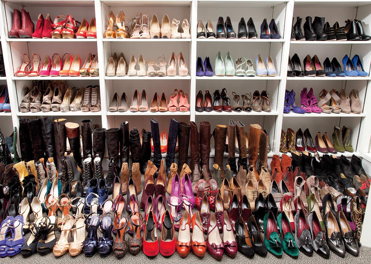много туфель на одной картинке демонстрирует
