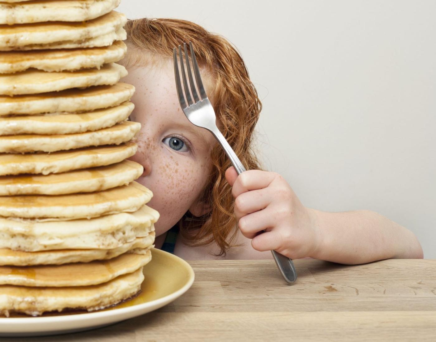 Смешная картинка девочка ест