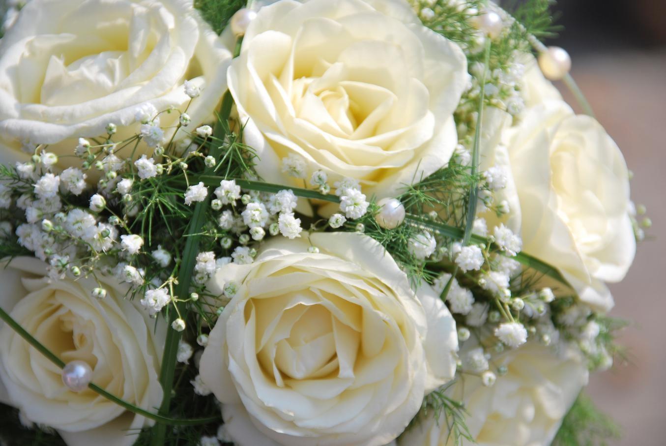 дарят цветы