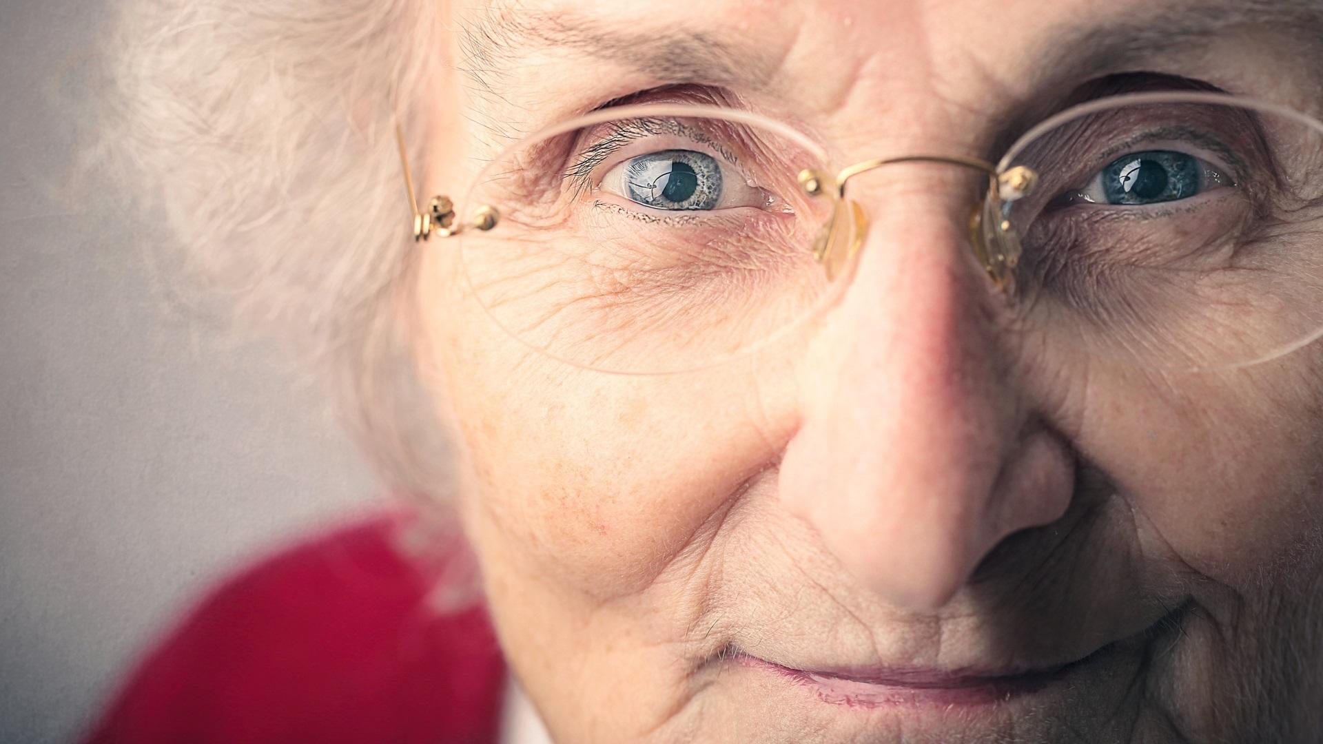 снится бабушка