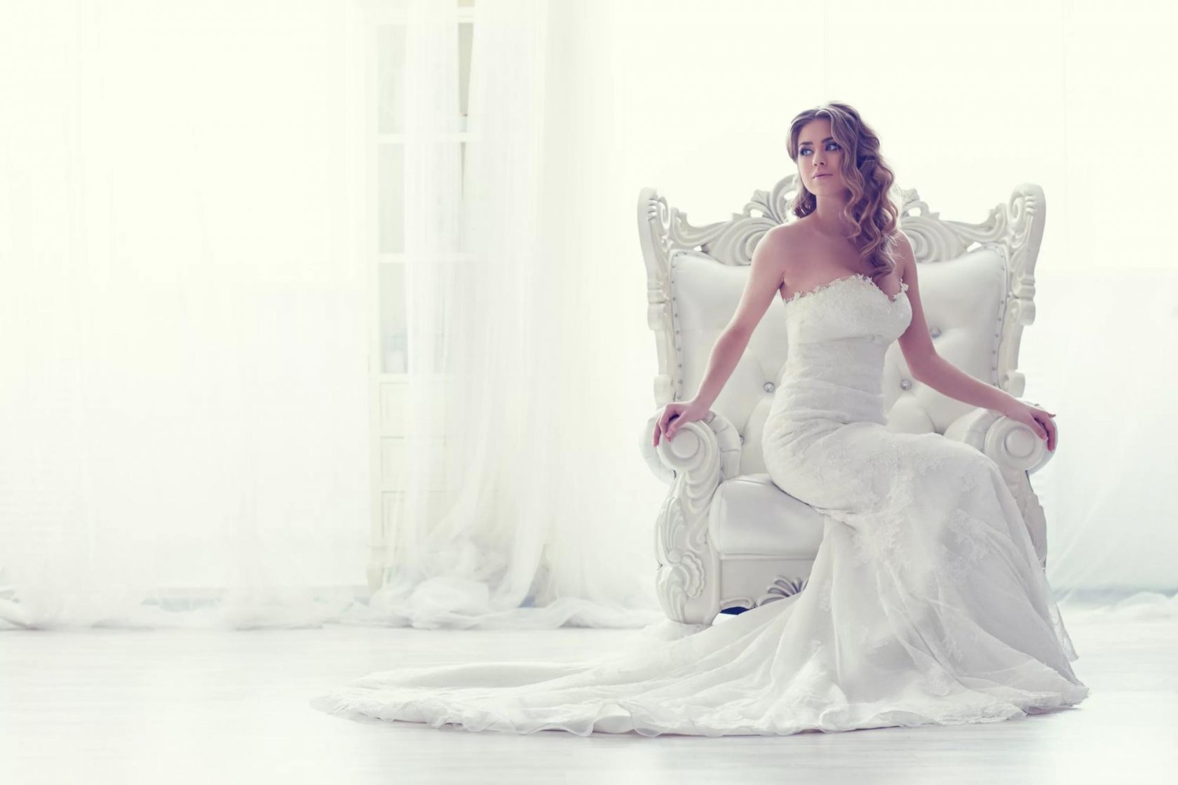 К чему снится выбирать платье