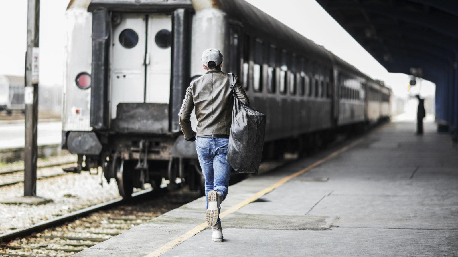 картинка человек опаздывает на поезд научиться