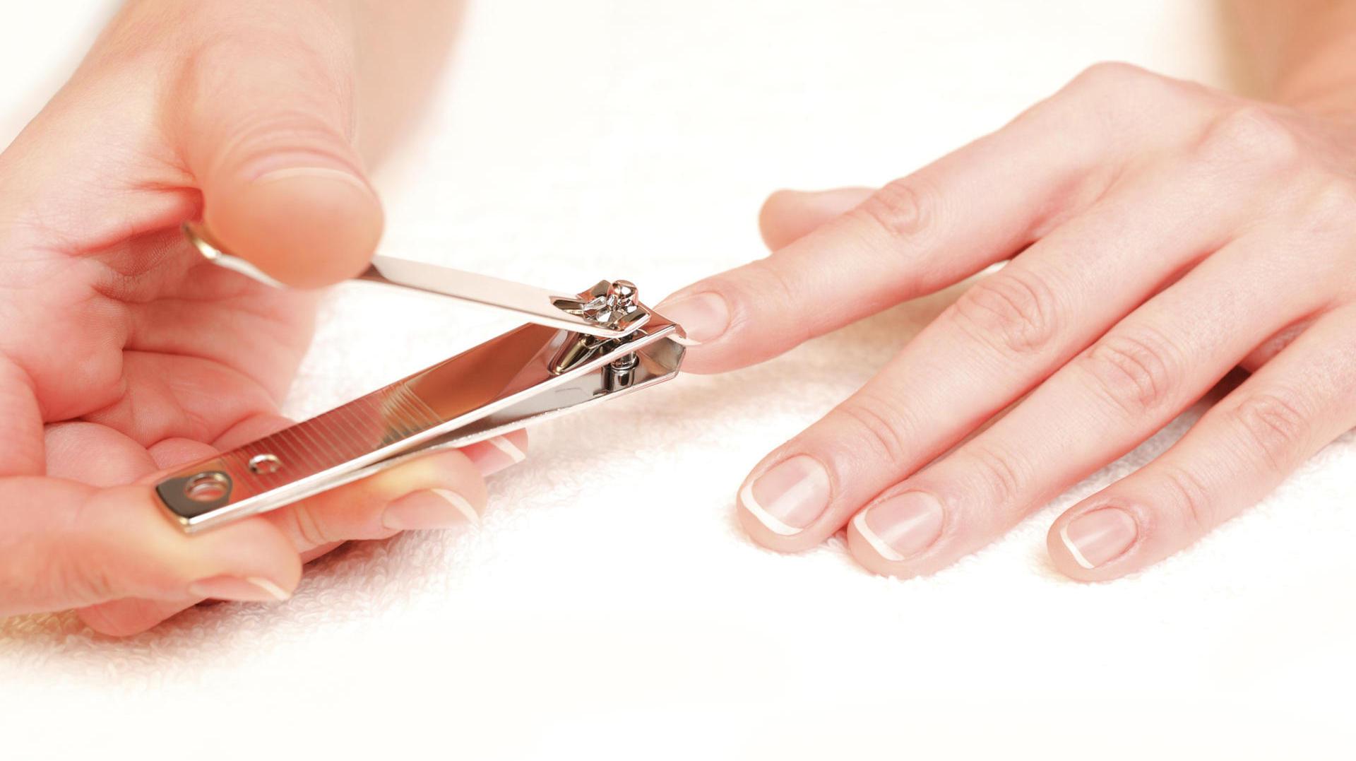 стричь ногти