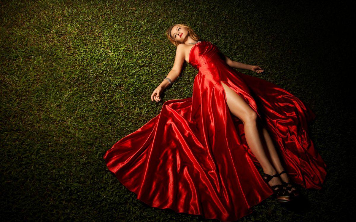 На ком вы видели красное платье