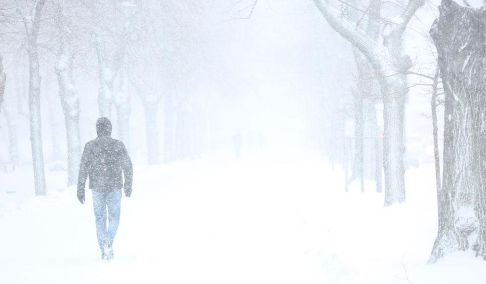 Бежать во сне по белому снегу